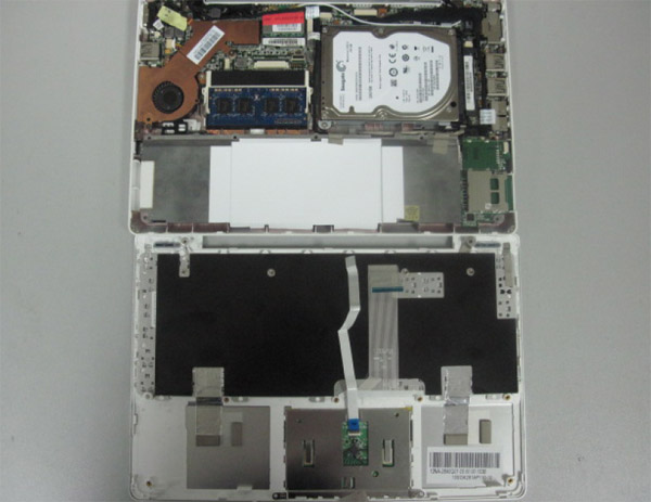 Asus Eee Pc 1018P disassemblaggio